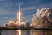SpaceX beat out ULA to win a $130-million Falcon Heavy Air Force contract.