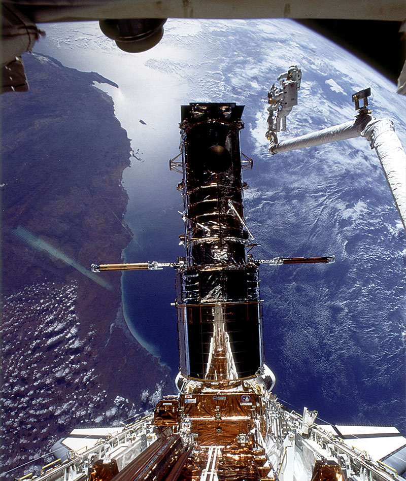 A gyro failure aboard the Hubble Space Telescope spacecraft has forced it into safe mode.