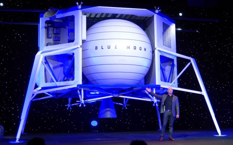 Blue Origin CEO Jeff Bezos unveils the Blue Moon lunar lander.
