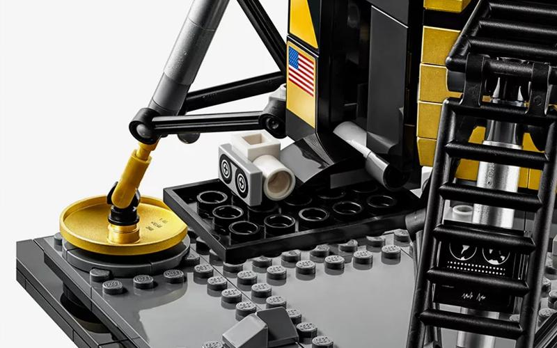 LEGO Creator Expert NASA Apollo 11 Lunar Lander gallery image 5.