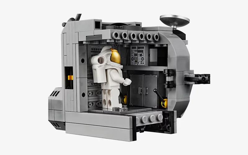 LEGO Creator Expert NASA Apollo 11 Lunar Lander gallery image 4.