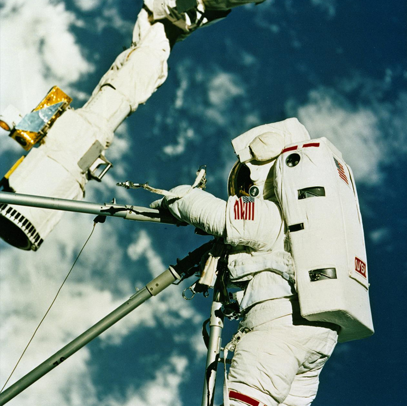 STS-49 set several records for extravehicular activities.