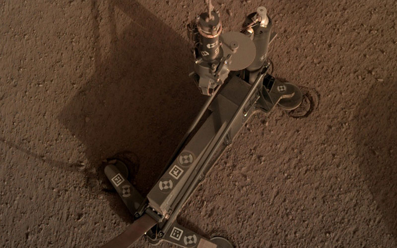 NASA will attempt to fix a stalled InSight instrument on the Martian surface using the lander robotic arm.