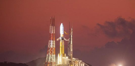 The launch of the JAXA Kounotori 8 space station cargo mission was halted after a fire broke out.