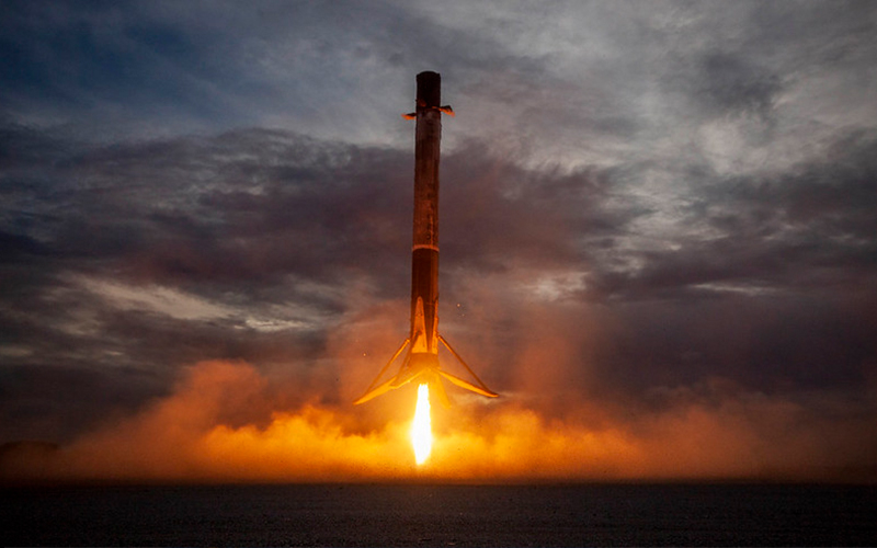 Roscosmos announced plans to develop a SpaceX Falcon 9 clone.