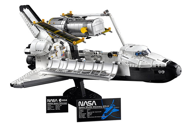 2,354-piece Space Shuttle Discovery Lego model gallery image 1.
